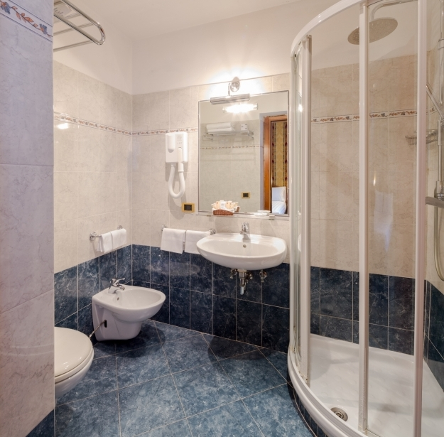 Bathroom Twin Standard Room - Hotel Raffaello Roma 3-Star