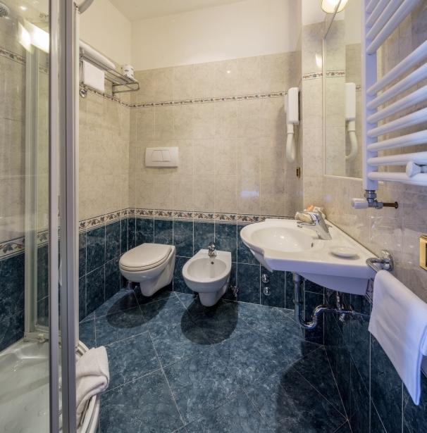Bagno Camera Singola - Hotel Raffello 3 stelle Roma